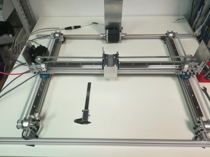 Guides and drives for X and Y axis construction